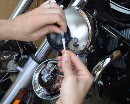 connecting the H3 bulb wire on Moto Guzzi California Vintage